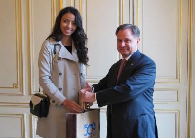 Miss France 2014 y el Embajador de Panama en Francia, SE Henry Faarup
