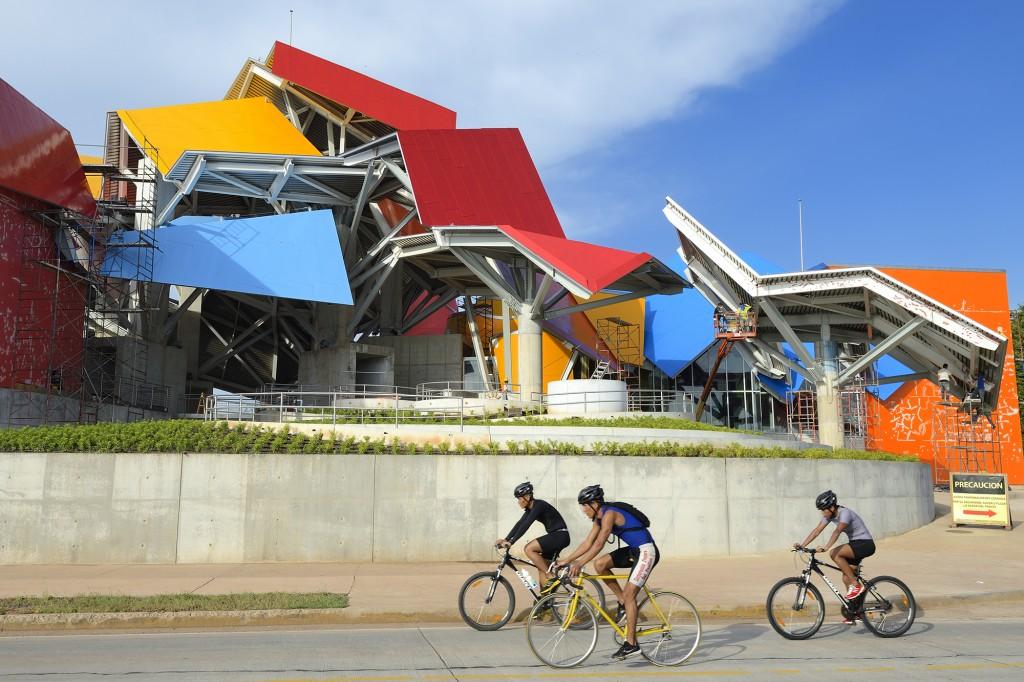 Panama, Panama City, le Musée de la biodiversité nommé Pont de la vie de Panama par l'architecte Frank Gehry//Panama, Panama City, the Biodiversity Museum named Panama Bridge of Life by architect Frank Gehry