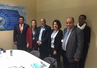Embajadora Pilar de Aleman con Ministra de Ambiente Mirey Endara, Viceministro Emilio Sempris y representantes de CARICOM en el marco de la COP21