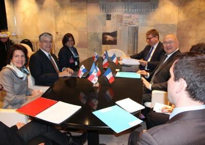 Ministro Dulcidio de La Guardia, Ministro de Economia y Finanzas de Panamá con su homólogo frances, Michel Sapin. Presentes Embajadora y Vice Ministro.
