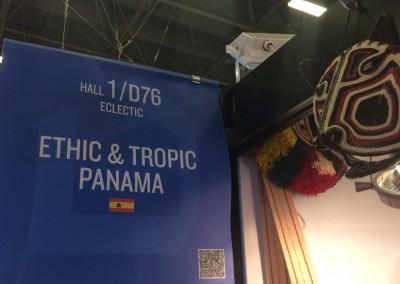 Visita de la Embajadora Pilar de Alemán del stand Ethic & Tropic Panama en la Feria Maison & Objet recibida y acompañada por el fotógrafo panameño Javier Gómez, designado Embajador América por los organizadores de dicha Feria – Paris, 22 de enero 2016.