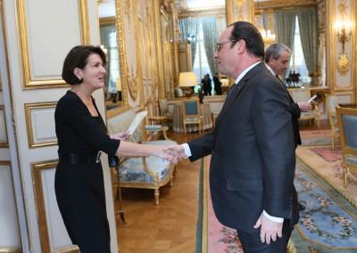 S.E. Maria Pilar AROSEMENA DE ALEMAN, embajadora de Panamá, junto al Presidente de la República Francesa François HOLLANDE.