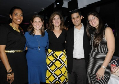 Sra. Liz de Faarup con amigas y familia