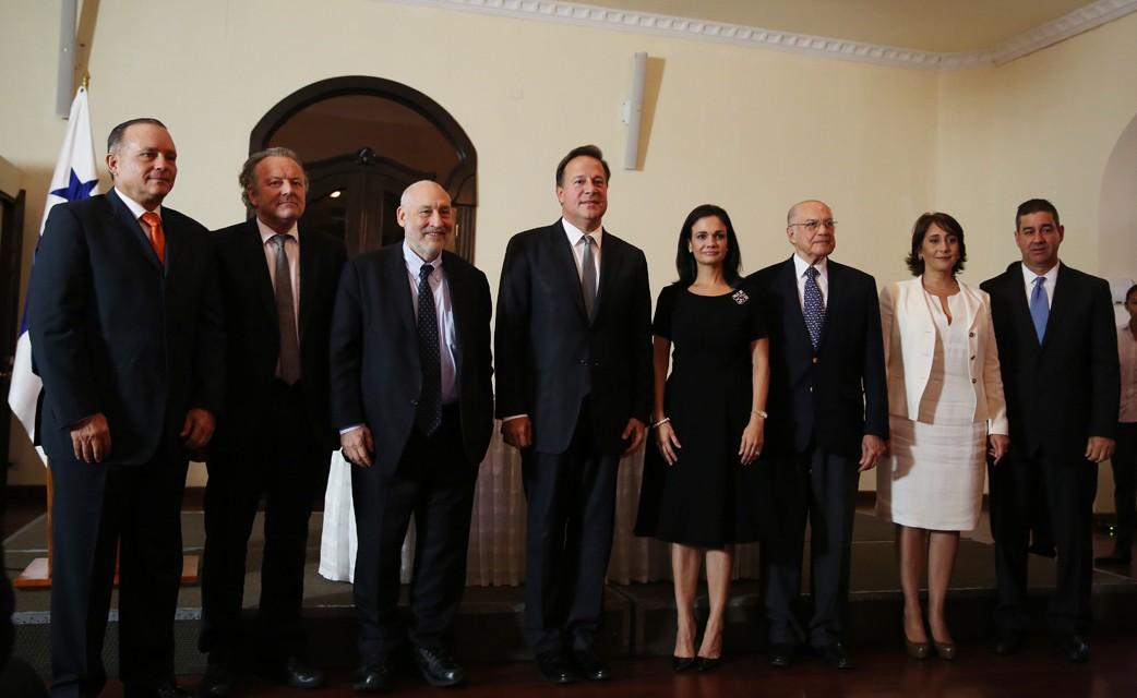 Presidente Varela instala Comité Independiente que evaluará prácticas del sistema financiero de Panamá