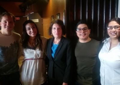Embajadora Pilar de Alemán con estudiantes panameños en Lille