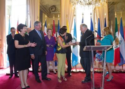Entrega de la medalla del Senado a Vincent Beaufils y a Gloria de la Torre por su contribución en la amistad entre Francia y Panamá