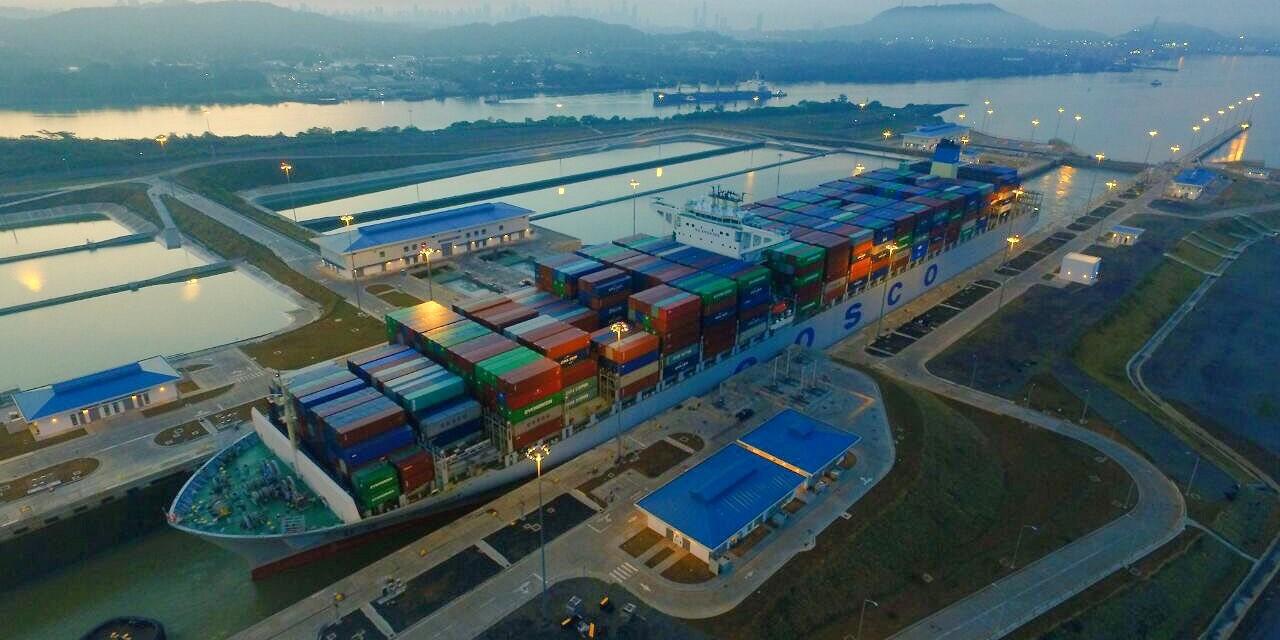 Navire Cosco Development bat le record de chargement lors du transit du Canal élargi