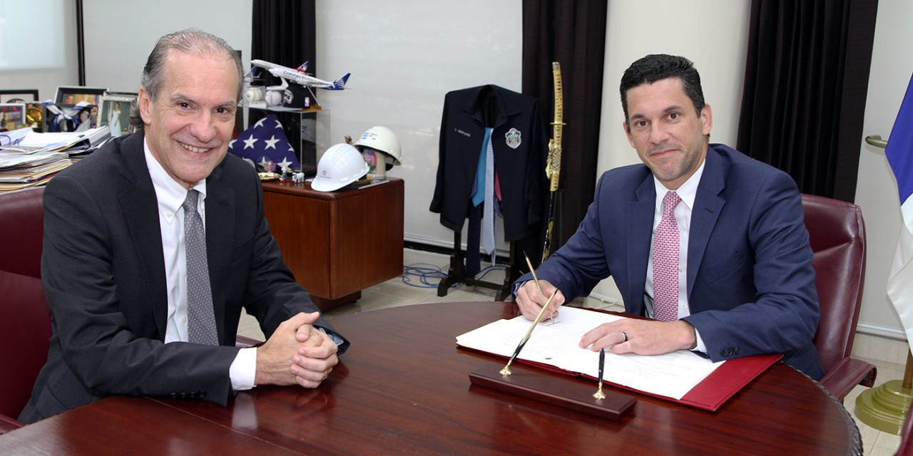 Nuevo Embajador de Panamá en Francia toma posesión
