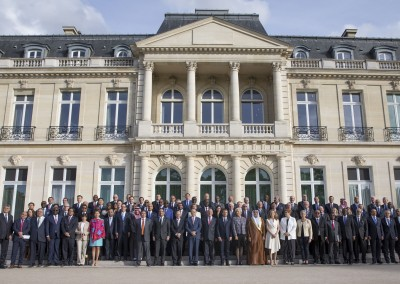 Foto de familia conferencia Ministerial No money for terror, del 25 y 26 de abril, sede de la OCDE, Paris, Francia.