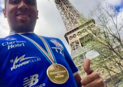 Ricardo CARABALI visita la Embajada de Panama en Francia, después de su participación en la 42° edición del Maratón de Paris el domingo 8 de abril