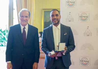Entrega de la medalla del Senado al artista panameño Humberto Vélez . 28 de mayo 2018