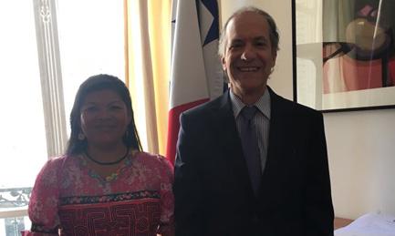 Visite à l'ambassade de l'instructrice panaméen, Yadixa del Valle.