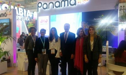 Visita del stand Panamá en la Feria internacional de turismo Top Resa, París.