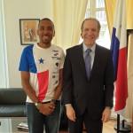 Le dimanche 14 avril 2019, le jeune panaméen Ricky Carabali a participé à la 43ème édition. Marathon International de Paris où nous nous représentons.