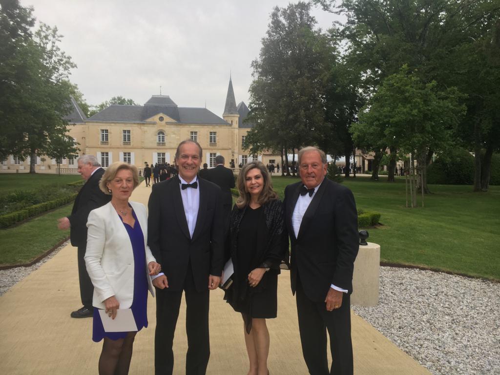 Participación del Embajador Jose Fabrega Roux y Señora y del Cónsul honorario de Panama en Burdeos, Patrick Bernard y Señora, a la Fiesta de la Flor que clausura la feria internacional de vino Vinexpo 2019