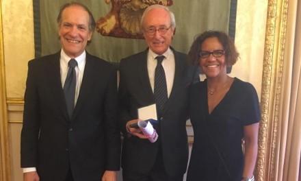 Remise de la médaille du Sénat à Patrick Boursin, ancien ambassadeur de France au Panama (1998-2003)