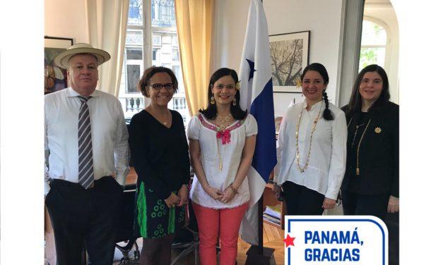 ¡Felices Fiestas Patrias y Viva Panamá!