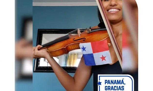 Panameños en Francia. Afectuoso saludo de Yanis y su hija en el día de la Independencia de Panamá en España