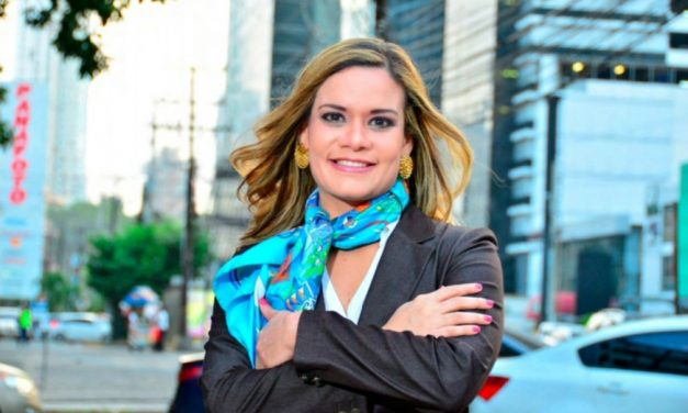 """Interview de SE Issamary Sanchez dans le magazine """"Compliance Officer Estrategas en Cumplimiento""""."""