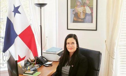 """SE Issamary Sánchez participó como Conferencista en Foro internacional, donde expuso el tema """"Reformas sobre transparencia financiera en Panamá""""."""
