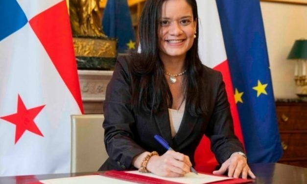 SE Issamary Sanchez a signé la Convention relative à l'Organisation internationale des aides maritimes à la navigation.