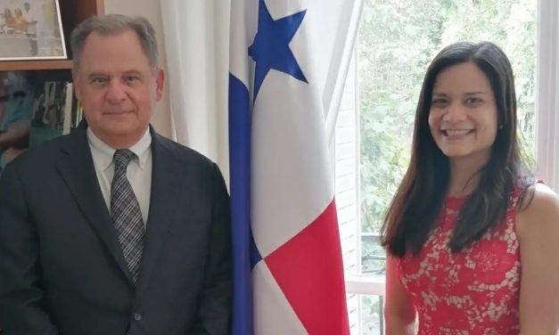 Visite de SE Henry Faarup, Ambassadeur du Panama en France 2010-2014, où nous avons discuté des aspects importants des relations entre les deux pays.