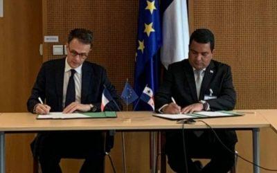 Signature d'un accord de coopération technique en matière d'aviation entre le Panama et la France.